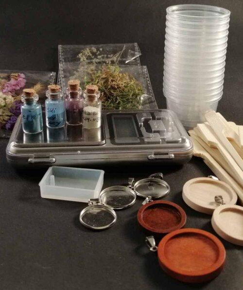 zestaw do robienia własnej biżuterii z żywicy epoksydowej